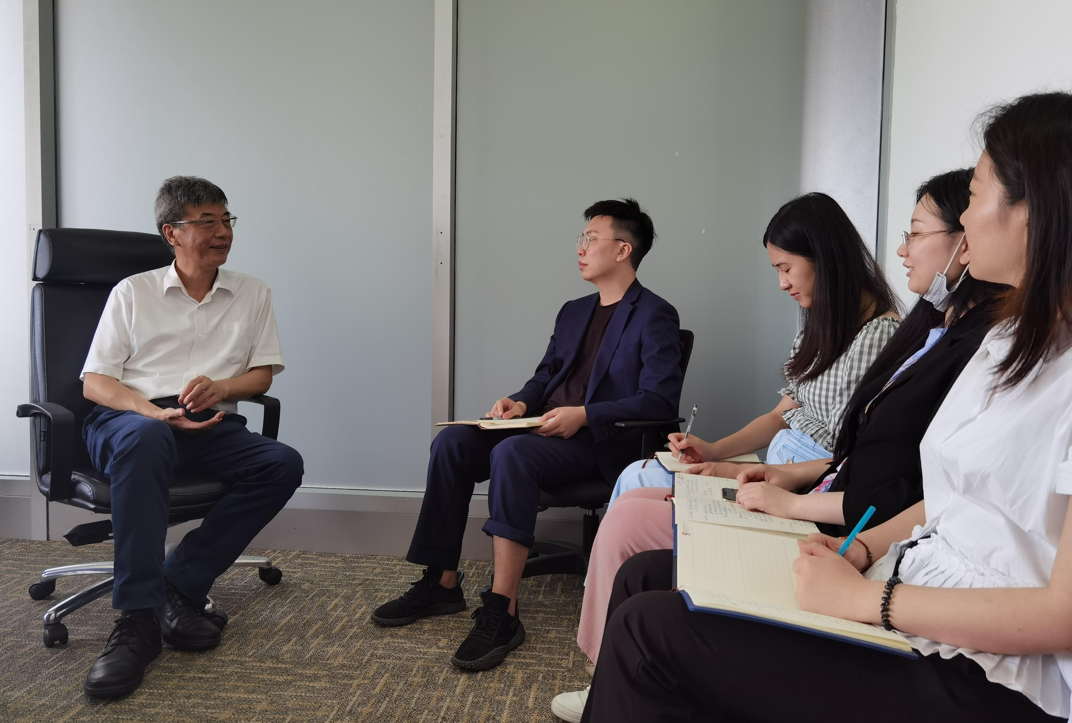 """在工位上讲故事,在岗位上讲初心,让有故事的人讲故事——上海股交中心""""四史""""学习教育故事会有新意-上海朗荣投资致力于科创板挂牌融资上市"""